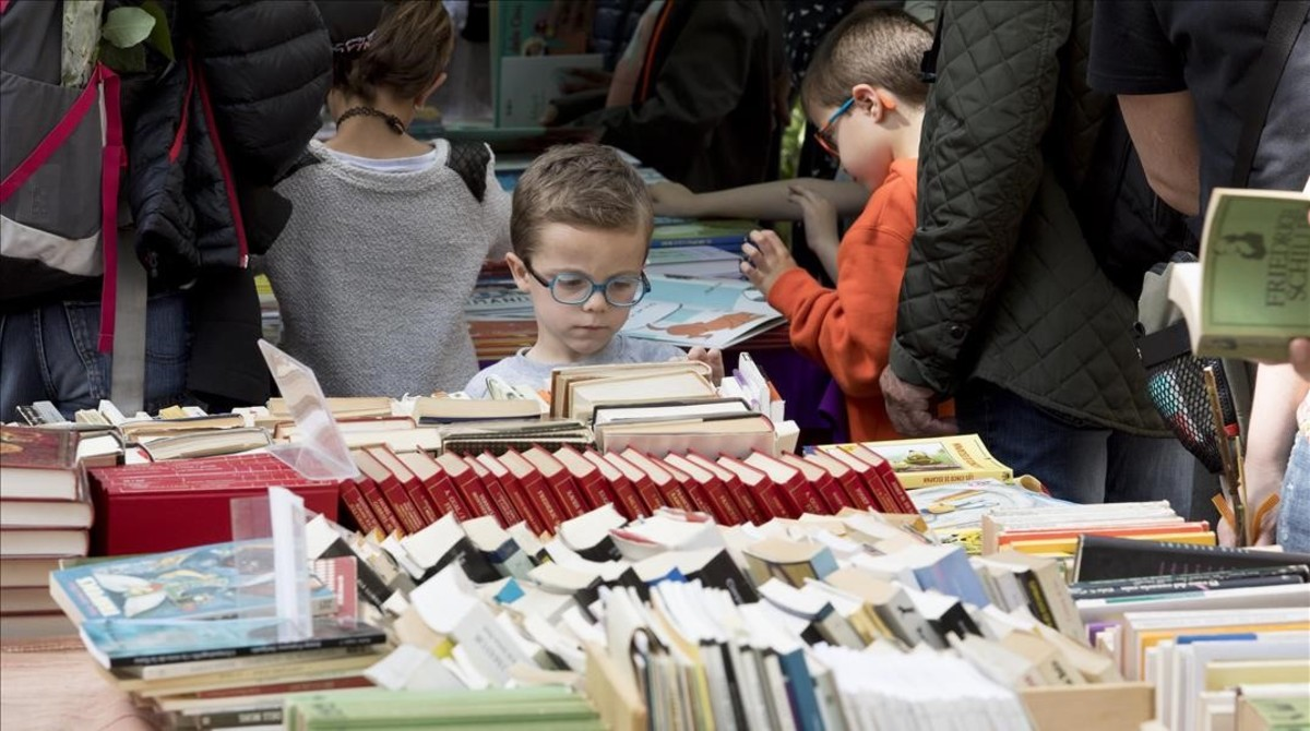 El libro en catalán superó al libro en castellano en Sant Jordi