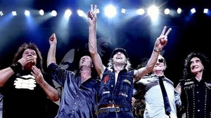 Elnuevo grupo de Michael Shenker (el guitarrista, en el centro, y Gary Barden, segundo por la izquierda).