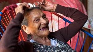 Doña Lupita va a l'escola... als 96 anys