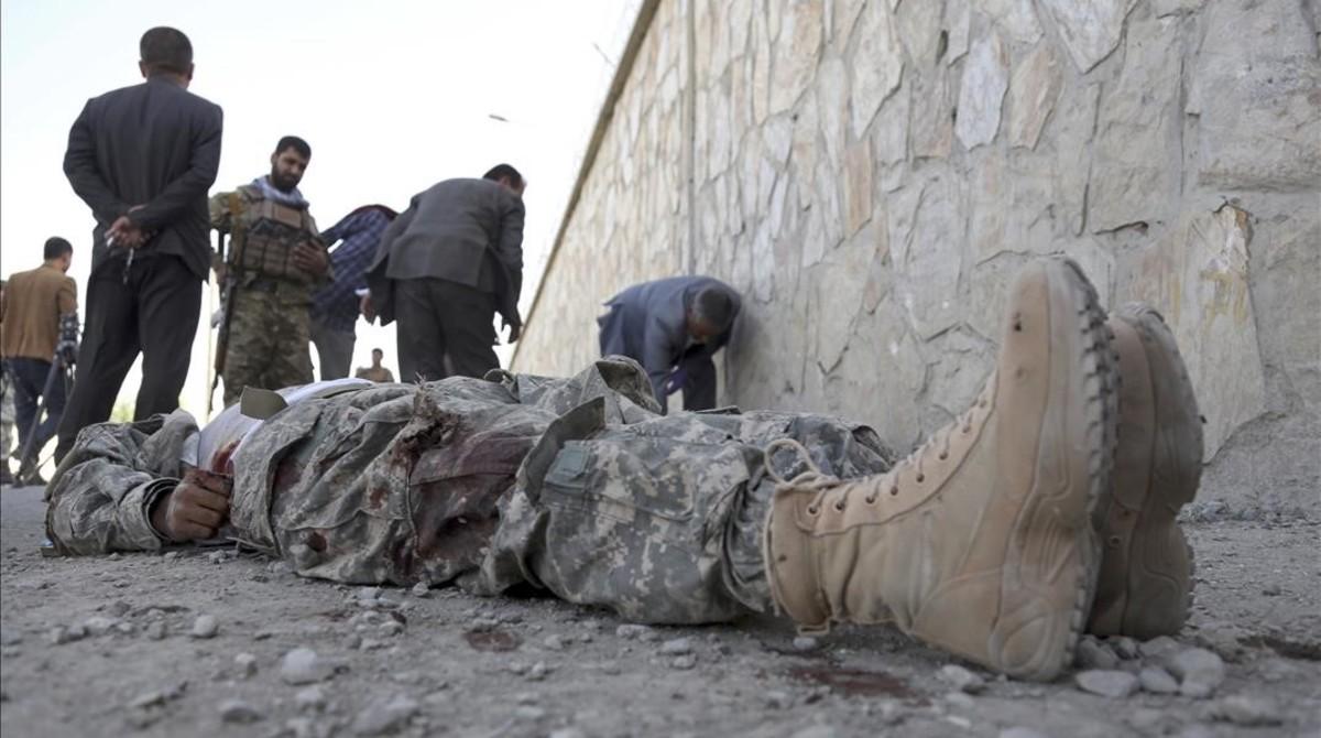 Almenys 50 caps talibans morts en un atac amb coets a l'Afganistan