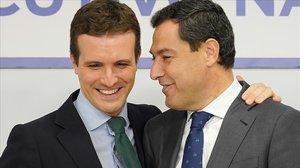 Pablo Casado y Juanma Moreno, en la reunión del comité ejecutivo nacional del PP este lunes en Madrid.