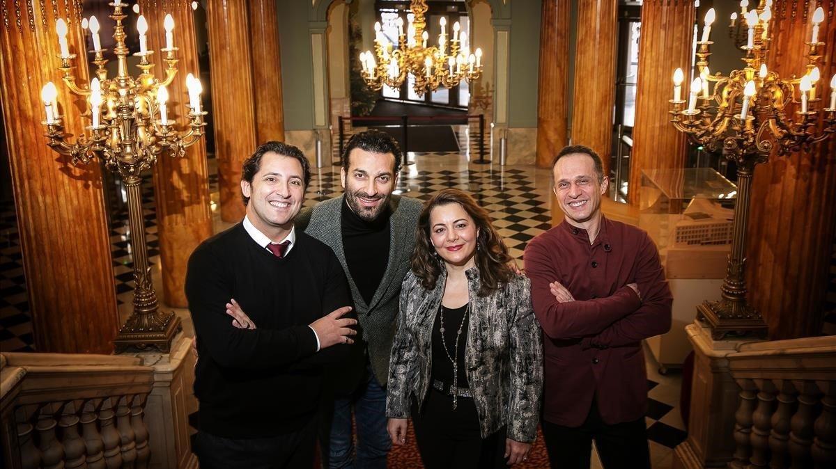 De izquierda a derecha, los cantantes Jorde de León, Rame Lahaj,Lianna Haroutounian y el director Giampaolo Bisanti, en el Liceu, donde interpretarán'Madama Butterfly'.