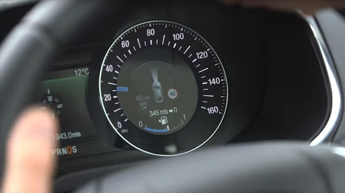 Control de velocidad inteligente en un vehículo actual.
