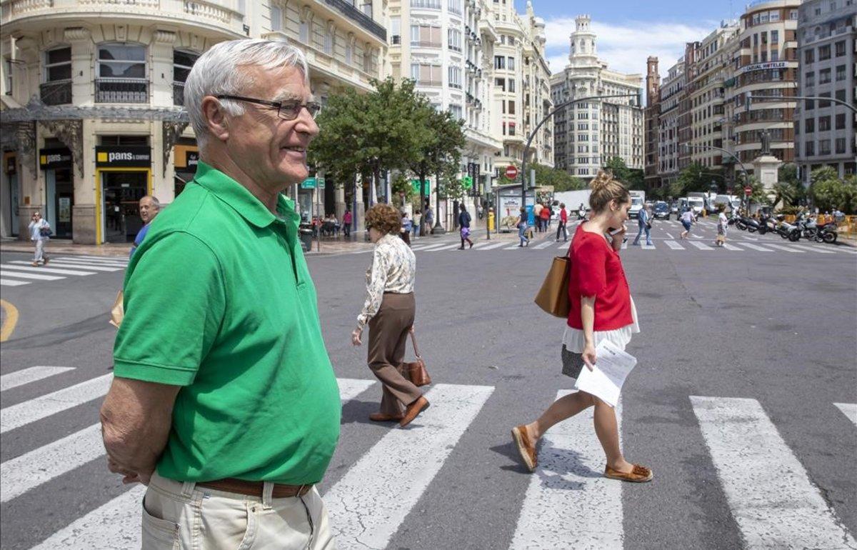 Joan Ribó, esta mañana, tras haber conducido a Compromís a su primera victoria en València y a revalidar su mandato