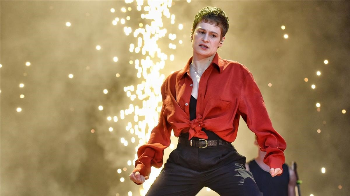 Christine, cabecilla de Christine & The Queens, en plena fiesta electro-pop, en el Primavera Sound, este jueves.