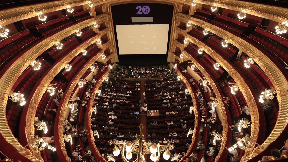 El coronavirus paralitza l'activitat teatral i lírica de Catalunya