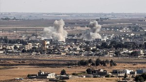 Bombardeo turco sobre una localidad en Siria.