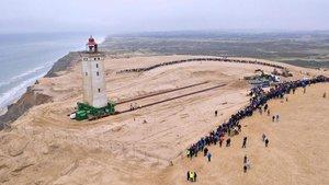 Dinamarca trasllada un far centenari per salvar-lo de l'avanç del mar