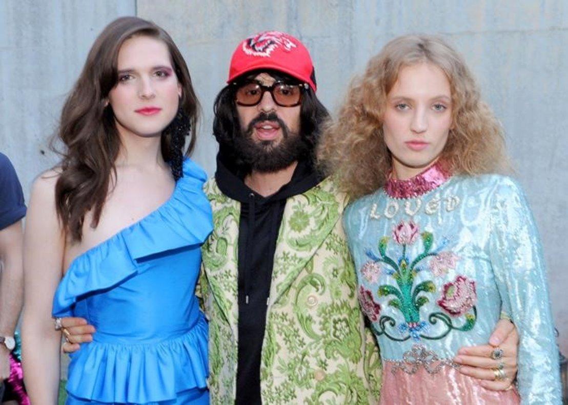 Michele Alessandro, con la actriz y modelo trans Hari Nef y la artista Petra Collins, que han sido imágenes de la casa.