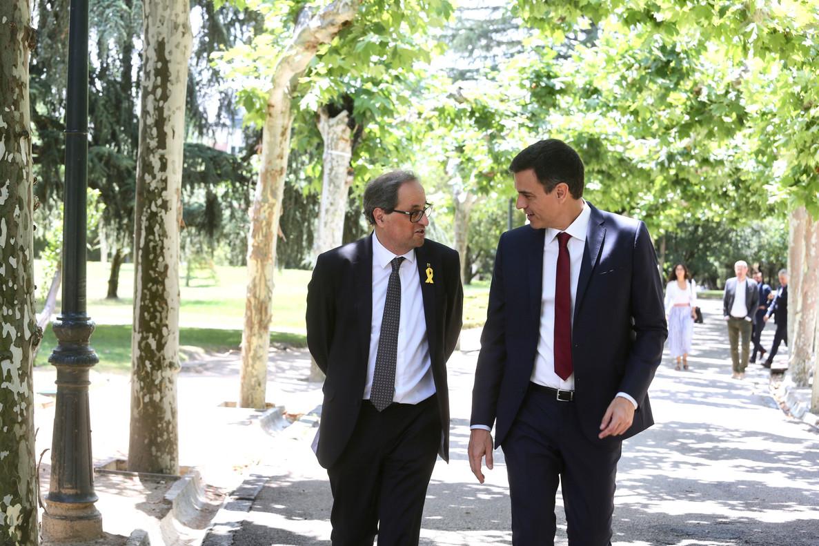 Pedro Sánchez y Quim Torra, en los jardines de la Moncloa.
