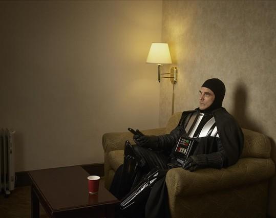 Darth Vader en pantuflas. Se llama Joe y es actor profesional.