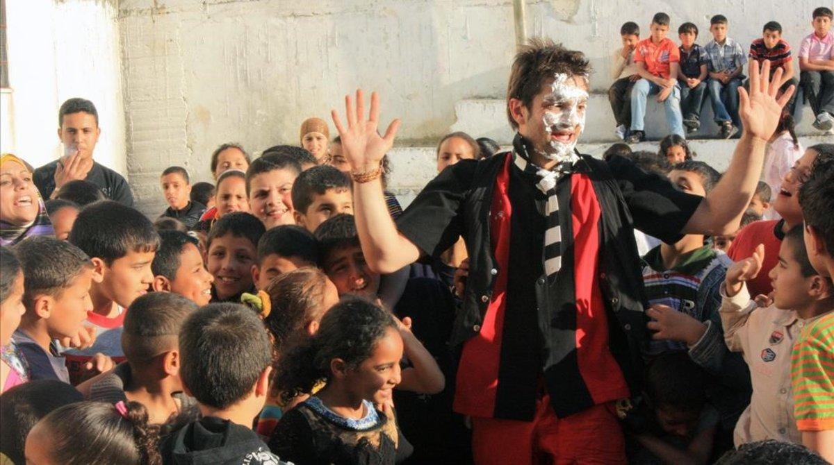 Actuación de Pallasos en Rebeldía ante unos niños palestinos.