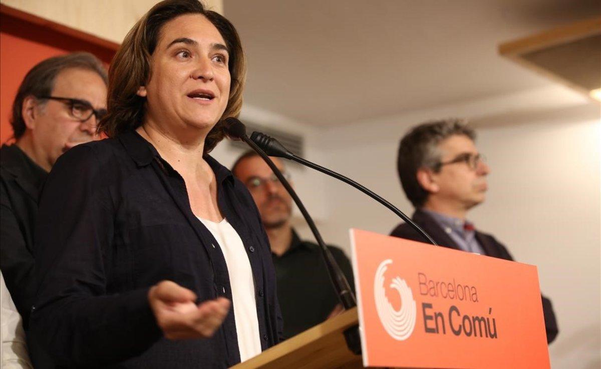 Ada Colau, tras presentar la pregunta de BComú a sus bases que llama a elegir entre ella y Maragall como alcaldes, este jueves