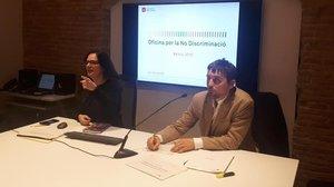 Alda Sanuy y Marc Serra, concejal de Derechos de Ciudadanía, en la rueda de prensa.