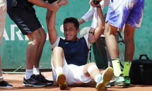 Almagro llora desesperado en la pista, ayer tras lesionarse.
