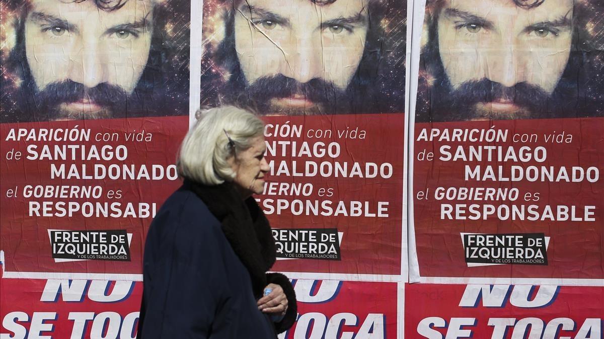 Carteles que reclaman la aparicion con vida de Santiago Maldonado enBuenos Aires.