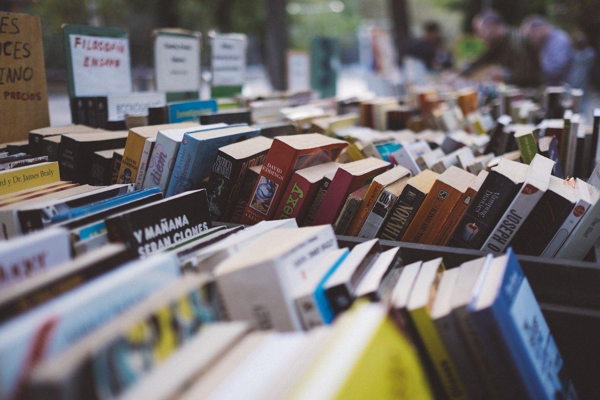 """Una llibreria madrilenya denuncia amenaces d'una plataforma """"patriòtica"""" per un llibre al seu aparador"""