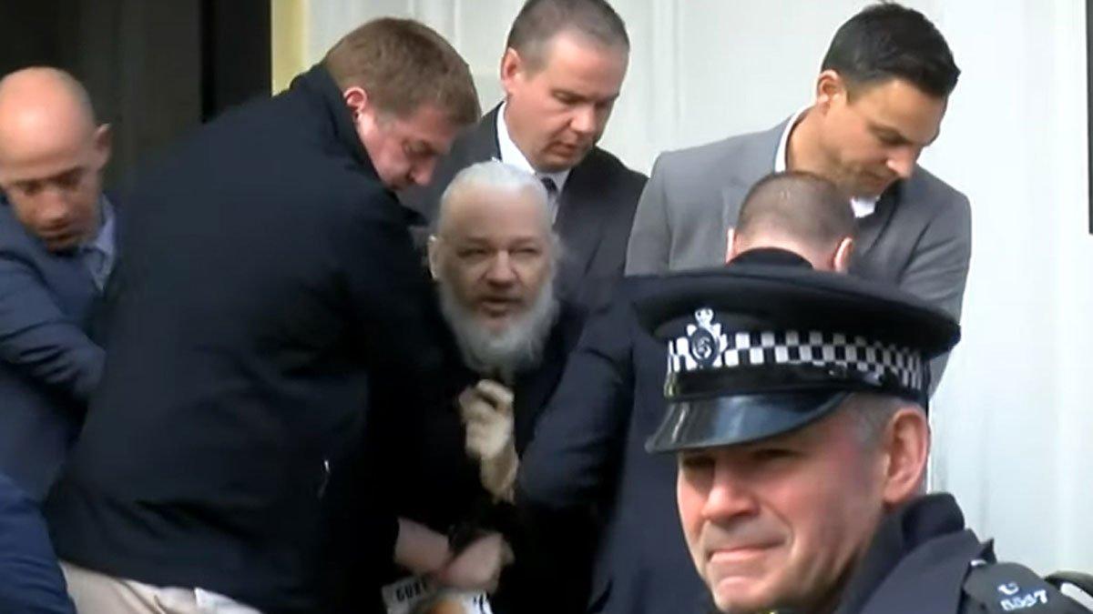 """Els EUA acusa a Assange de «conspirar per infiltrar-se"""" en els seus sistemes de Defensa"""