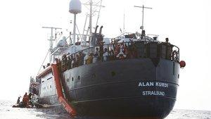 El barco 'Alan Kurdi', a 34 millas (casi 63 kilómetros) de la costa de Libia , el pasado viernes.