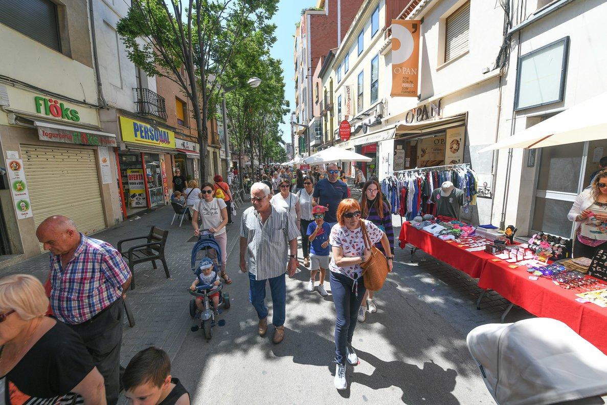 Un centenar d'establiments de Rubí celebren la 14a edició de La Botiga al Carrer
