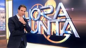 Javier Cárdenas, en el plató del programa de TVE-1 Hora punta.