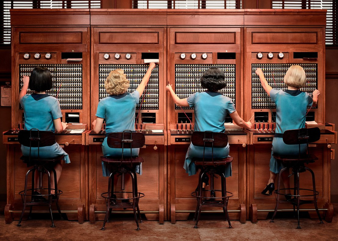 Primera imagen promocional de la serie de Netflix 'Las chicas del cable'.