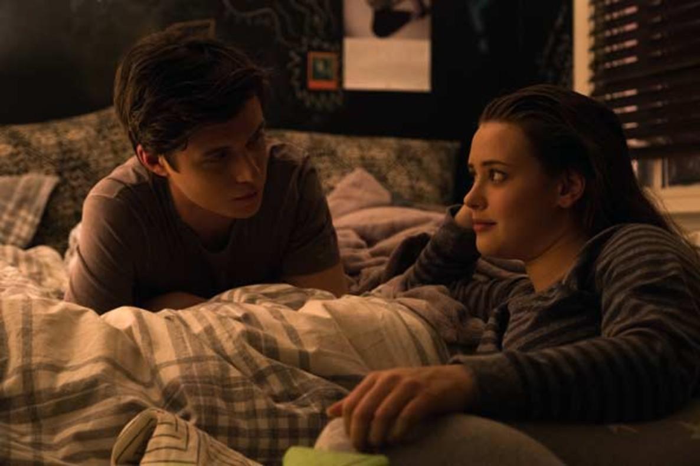 Simon (Nick Robinson) y Leah (Elizabeth Langford) comparten confidencias en el filme.