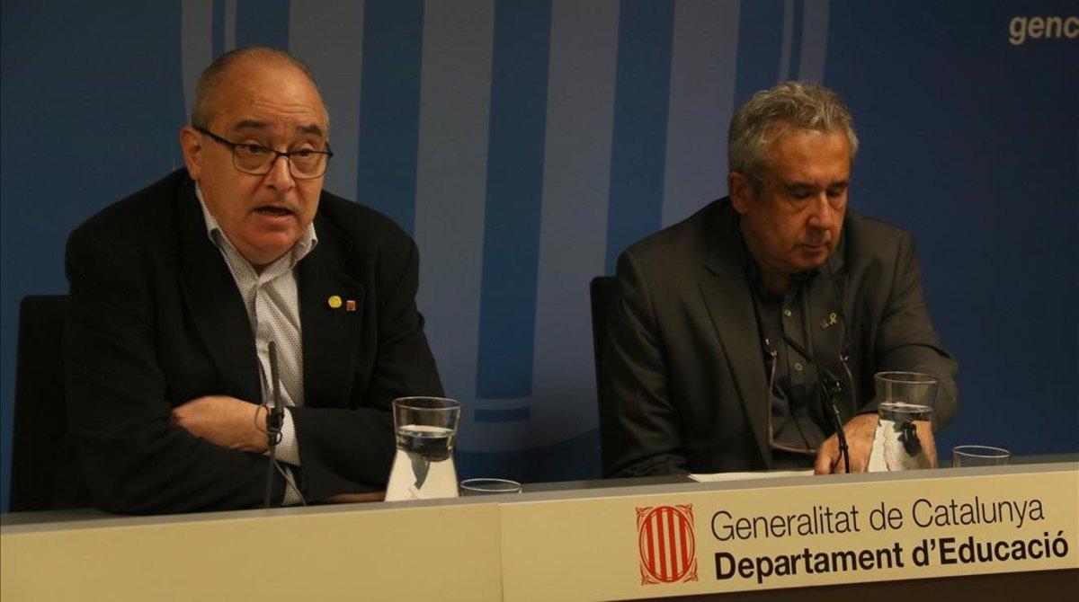El 'conseller' de Educació, Josep Bargalló, y el director de profesorado, Ignasi Garcia-Plata, este martes.