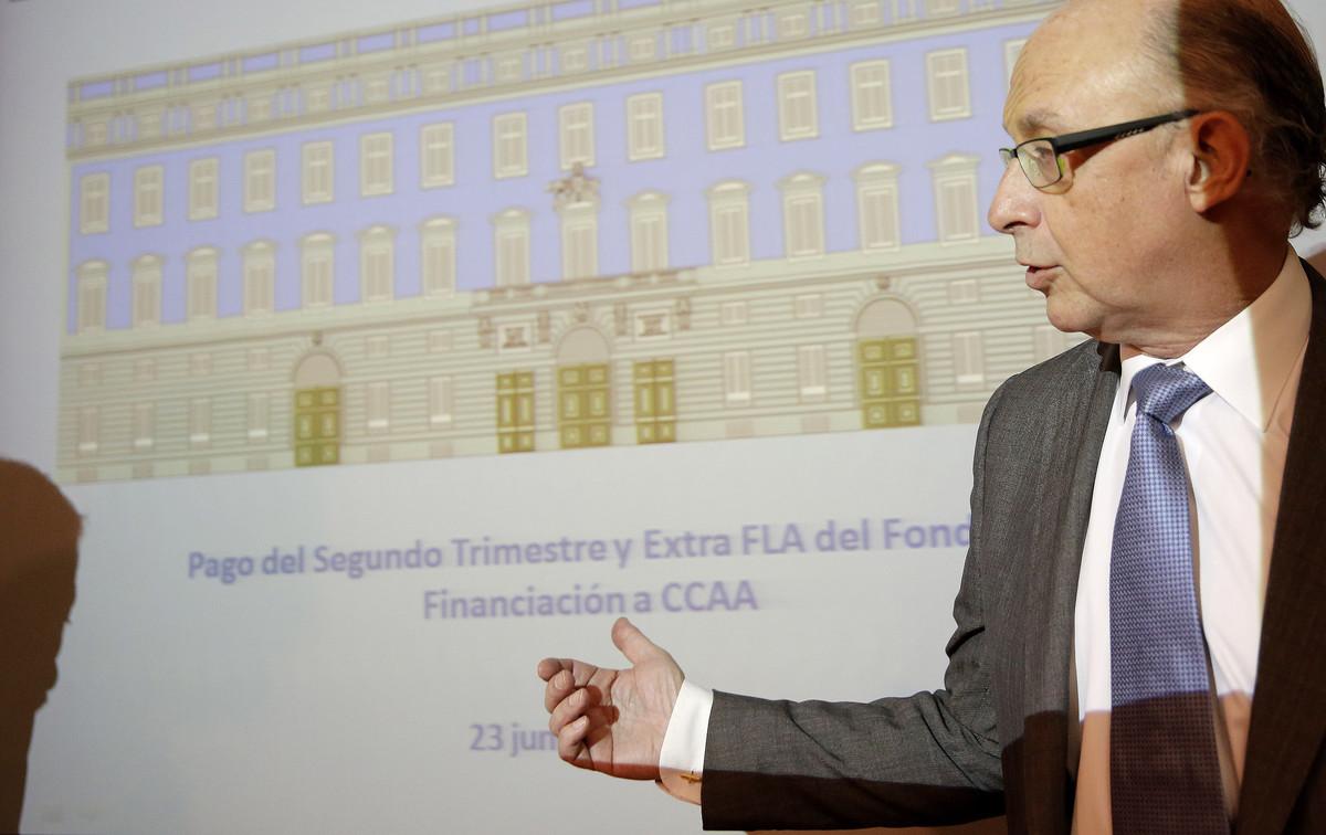 Cristóbal Montoro, ministro de Hacienda en funciones,en unarueda de prensa para informar sobre el FLA.
