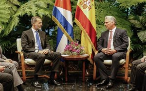 El rey de España con el presidente de Cuba,Miguel Díaz-Canel.