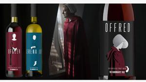 Imagen de las botellas de vino de la serie El cuento de la criada que han sido retiradas.