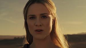 Dolores (Evan Rachel Wood) está dispuesta a poner patas arriba el parque temático y crear un mundo para los anfitriones de Westworld.