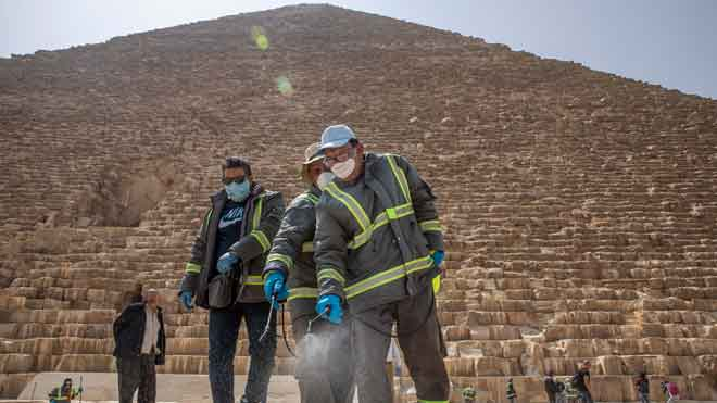 Egipto desinfecta las pirámides.