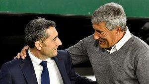 Ernesto Valverde y Quique Setién se saludan antes del partido.
