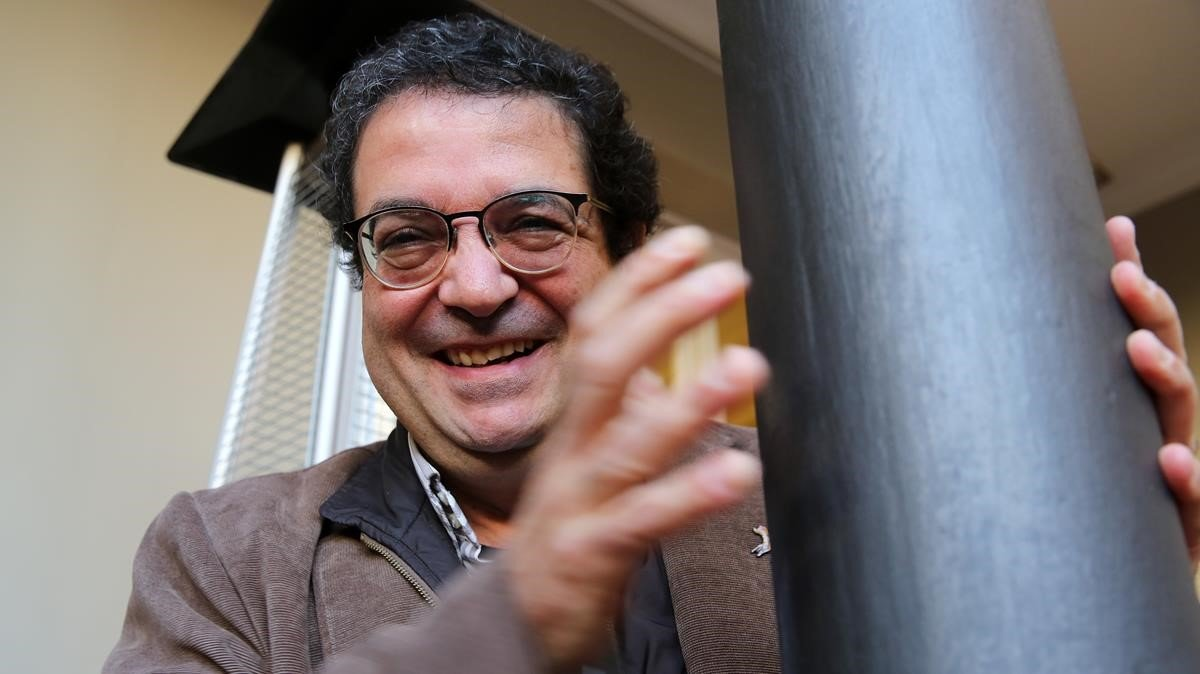 El escritor David Castillo en la librería Laie.