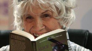 La escritora canadiense Alice Munro.
