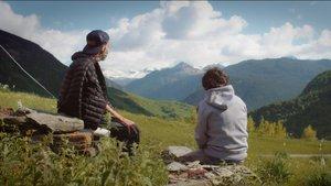 Pau Donés y Jordi Évole, en un monento del documental 'Eso que tú me das'.