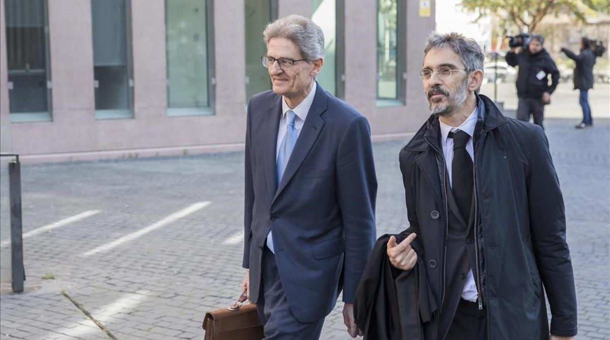 El exdirectivo deFerrovialPedro Buenaventura (izquierda) con su abogado, Cristóbal Martell.