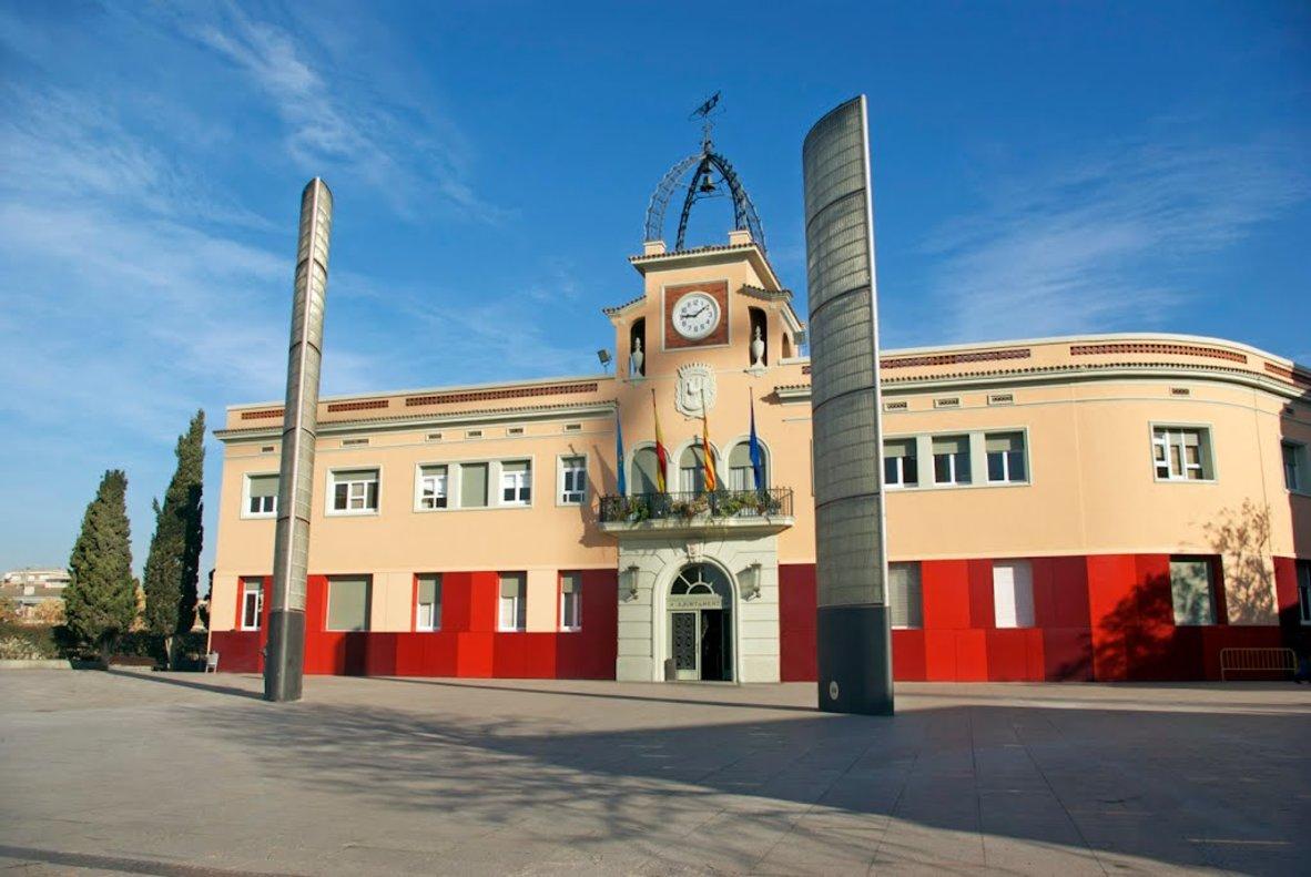 Fachada del Ayuntamiento de Santa Coloma de Gramenet.