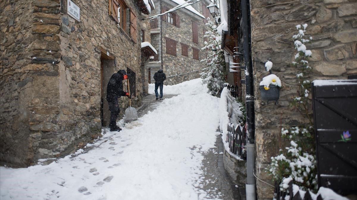 Les primeres neus de la temporada obliguen a utilitzar cadenes a la Bonaigua