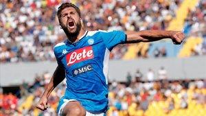 Fernando Llorente celebra uno de los dos goles que metió al Lecce con la camiseta del Nápoles.