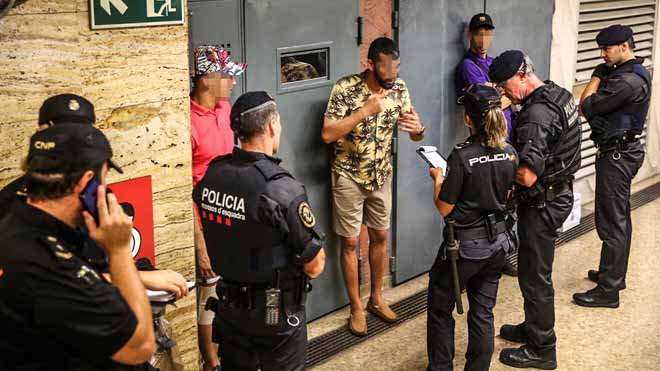 La batuda al Metro localitza 43 carteristes reincidents