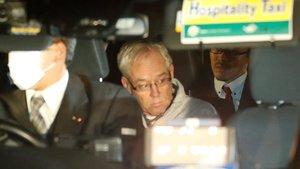 Greg Kelly, mano derecha de Carlos Ghosn, sale de la prisión de Tokio.