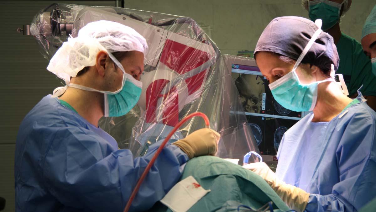 El Hospital del Mar utiliza con éxito la estimulación cerebral profunda para tratar 4 pacientes con anorexia nerviosa