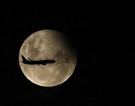 Imagen de un eclipse lunar parcial, del 2009.