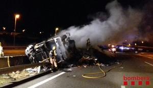 Retencions a l'AP-7 per l'incendi d'un camió