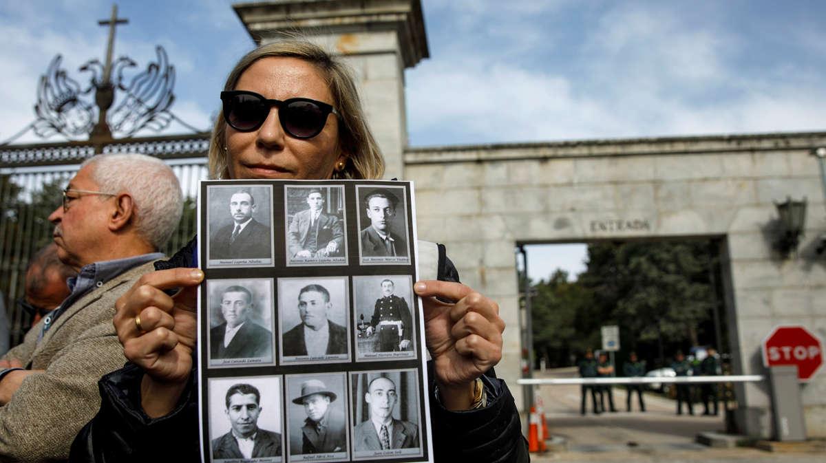 Francisco Cansado i Silvia Navarro,descendents de republicans enterrats al Valle de los Caídos, reclamen recuperar les seves restes.