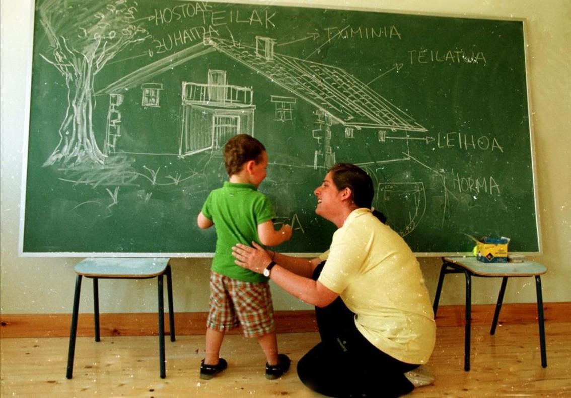 Clase de euskera en una escuela de Zugastieta, en Vizcaya.