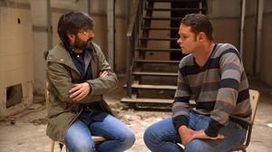 Jordi Evole charla con Romano Van der Dussen, durante el Salvados del domingo en La Sexta.