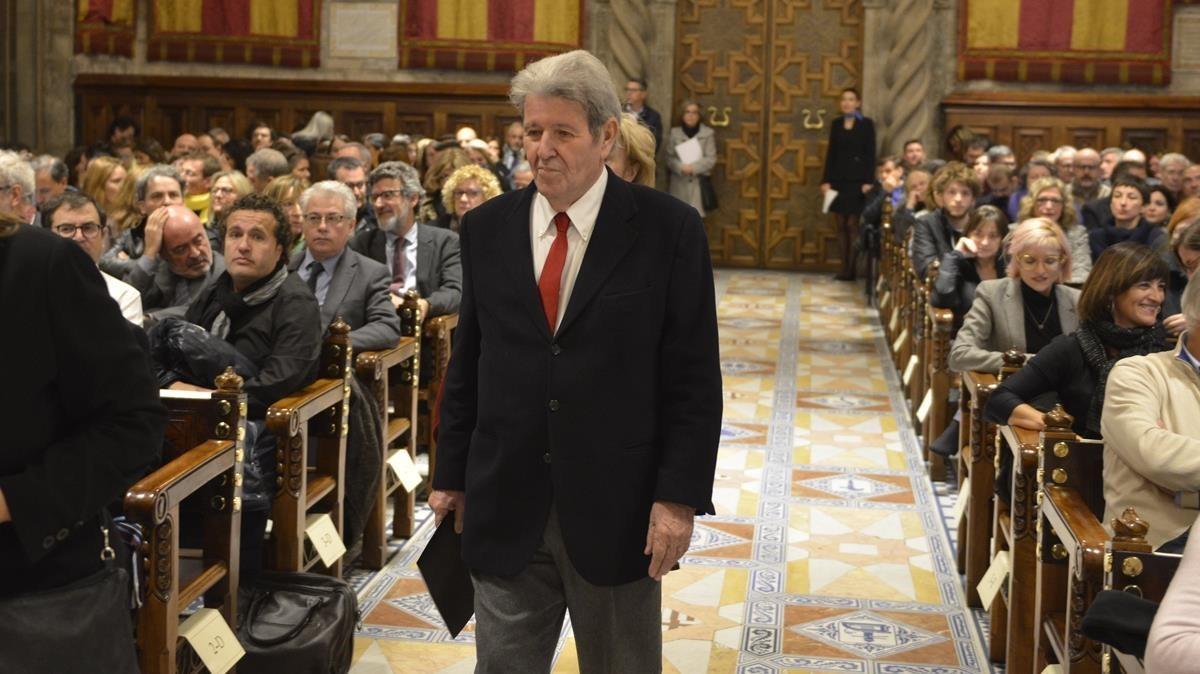 Jorge Herralde en el Saló de Cent del Ayuntamiento, donde recogió el premio Atlàntida.